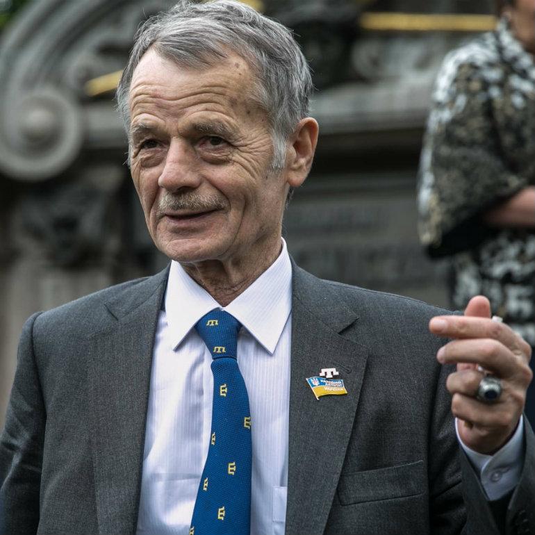 Energy blockade of Crimea reveals shady dealings of the oligarchs