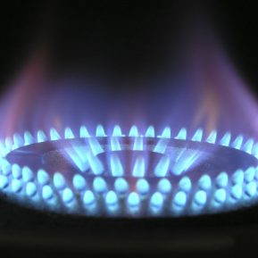 Poland pushes ahead with gas import plans