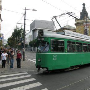 Serbia Belgrade people on the street kwadrat