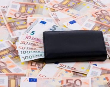 Kurczą się globalne transfery pieniężne migrantów