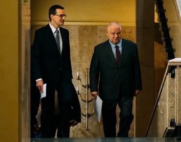 Rząd - pomoc dla firm 100 mld zł, NBP - nowe propozycje dla gosp.