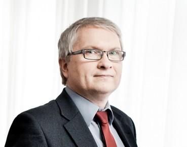 Eryk Łon z RPP: Stabilizowanie stóp procentowych dominującą postawą w aktualnej polityce banków centralnych