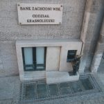 Poland's central bank: Poles increasingly do without cash